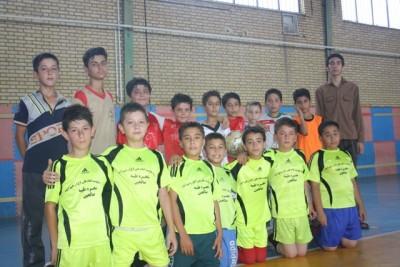 گزارش تصویری از شور و نشاط نوجوانان رحیم آبادی در تابستان  در سالن ورزشی