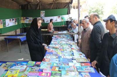 نمایشگاه کتاب در بوئین زهرا افتتاح شد