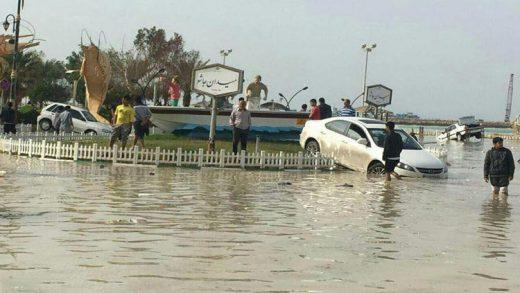 6 مفقود در سونامی دیر/ عملیات برای یافتن مفقودین ادامه دارد