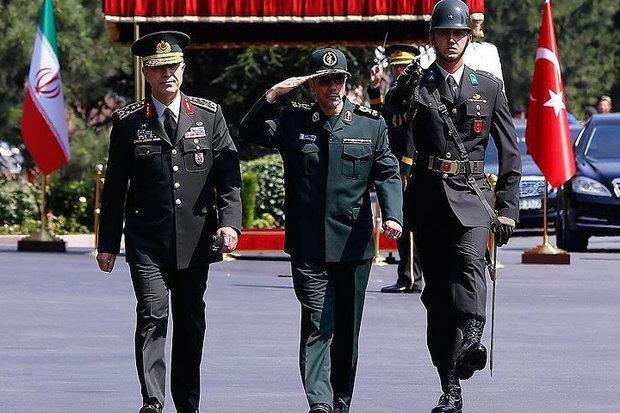 استقبال رسمی رئیس ستاد ارتش ترکیه از سرلشکر باقری