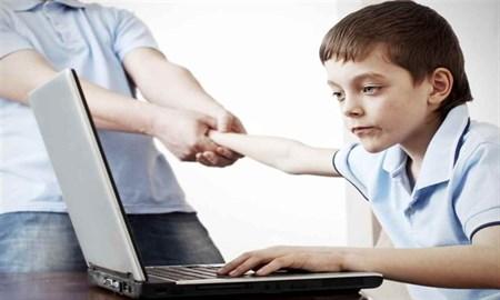 شمشیر دولبه شبکههای مجازی و کودکانی که در آن رها شدهاند/ چگونه از فرزندانمان در برابر شکارچیان آنلاین محافظت کنیم؟