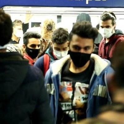 ازدحام جمعیت در مترو تهران/ محدودیت تردد در شهر زیرزمینی اجرا میشود؟